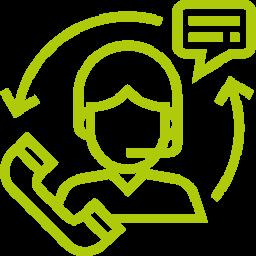 Asiakaspalvelija vastaa integrointien avulla Freshworks-tuotteilla asiakkaan käyttämässä kanavassa.